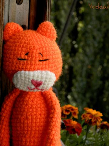 Вязаный кот Аминеко.